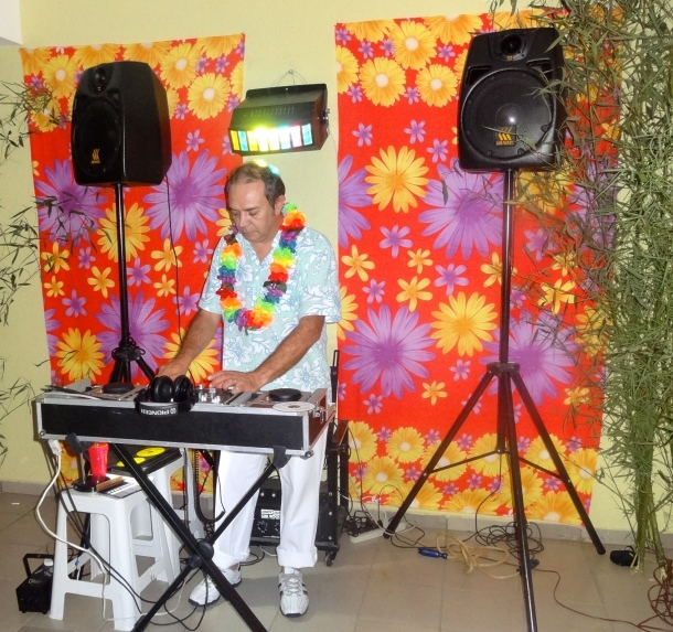 o aniversariante e DJ