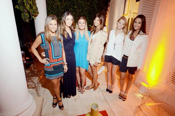 Caroline Teixeira, Manoella Taques, Rafaella El Omeiri, Laura Kubrulsy, Lorenza Slaviero e Bruna Garcia vestem Lacoste Premium.