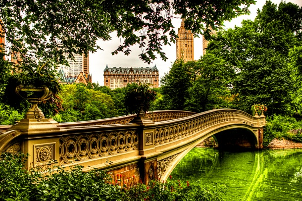 Bow_Bridge_in_Central_Park_NYC_2_-_August_2009_HDR